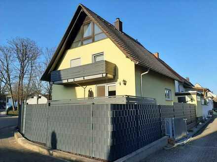 Geräumiges 1-Familienhaus mit 2 Garagen in ruhiger Wohnlage