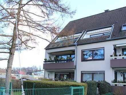 Stadtnah und ruhig! Top gepflegte, großzügige 3,5-Zimmer-Wohnung mit Balkon!