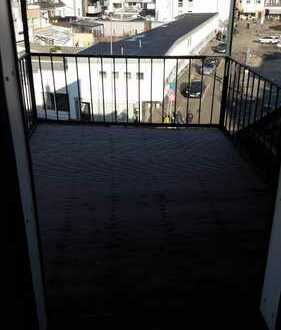 Erstbezug nach Sanierung: freundliche 3-Zimmer-DG-Wohnung mit Terrasse mitten in Brühl