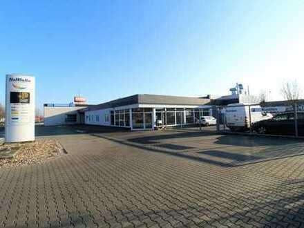 Karosserie- und Lackierzentrum, Bosch Dienst, Büro, Empfangsbereich und Sozialtrakt, 15 Stellplätzen