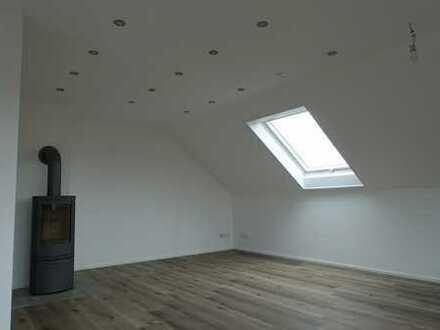 Schöne helle 3-Zimmer-Dachgeschosswohnung in einem 2 Familienhaus in Ortsrandlage (Althengstett)