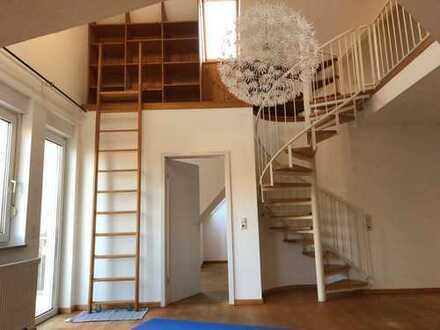 Exklusive, gepflegte 2,5-Zimmer-Maisonette-Wohnung mit Balkon und EBK in Fürth