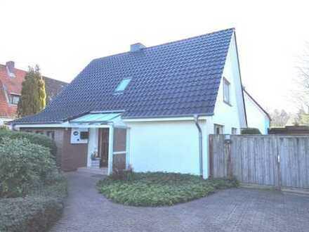 Schmuckes Einfamilienhaus mit Gästehaus...