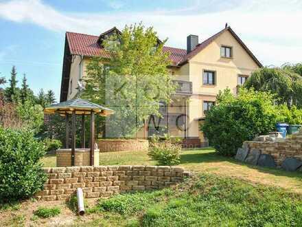 Traumhafte Immobilie mit 3 mgl. Wohnbereichen, 4 Garagen und sehr ansprechenden Garten!