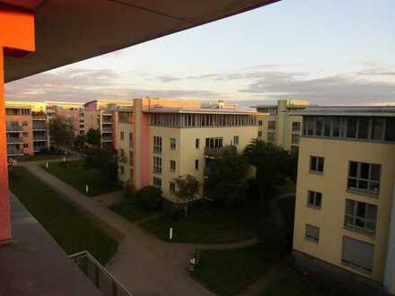 Bezugsfreie 4 Zimmer-Wohnung, Aufzug, TG-Stellplatz und EBK