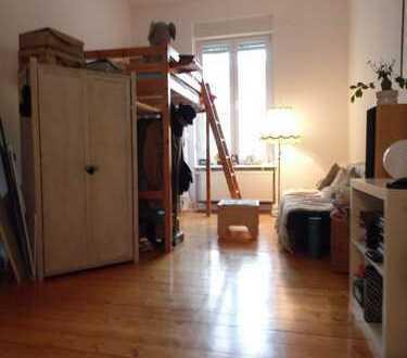 **Gemütliche Wohnung mit geschliffenen Dielenboden im beliebten Saarlandstraßenviertel**