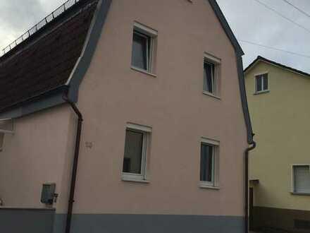 Schönes an und ausbaufähiges Haus mit drei Zimmern in Eislingen/Fils mit großer Terrasse