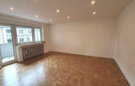 *** Schöne 3-Zimmerwohnung mit Balkon und Garage in Köln-Deutz/Mülheim***