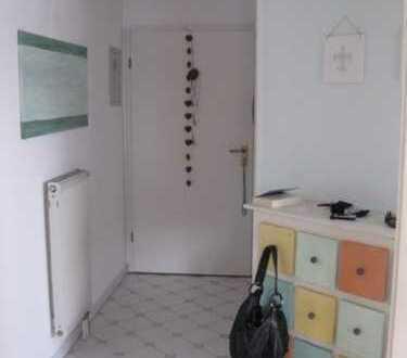 Stilvolle, gepflegte 3-Zimmer-DG-Wohnung mit Balkon in Poll, Köln provisionsfrei zu verkaufen