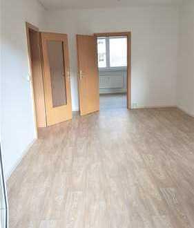 renovierte 2-Raum-Wohnung mit Einbauküche und Balkon