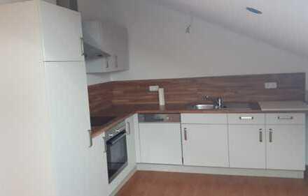 Vollständig renovierte 3-Zimmer-Dachgeschosswohnung mit Einbauküche in Salzweg