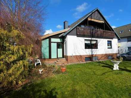 Ein-/ Zweifamilienhaus mit Wintergarten und Garage...
