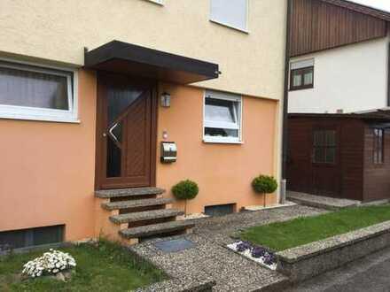 Schöne Doppelhaushälfte mit sechs Zimmern in Lehrensteinsfeld