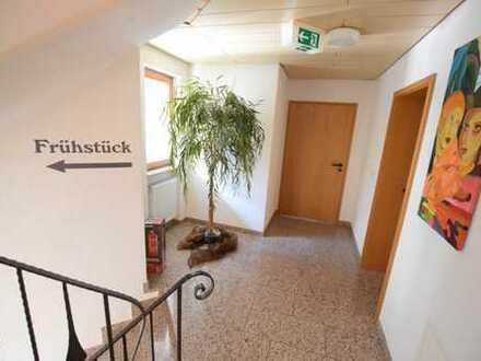 Nur ca. 10/20 Minuten nach Stockach/Überlingen. Große Immobilie für Wohnen oder Gastro/Hotel.