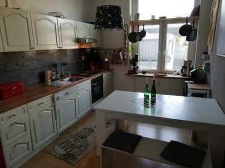 Ansprechende 2,5-Zimmer-Wohnung mit großer Dachterrasse verkehrsgünstig in Bochum