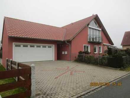 Attraktive 2-Zimmer-Dachgeschosswohnung mit Einbauküche in Luhe-Wildenau