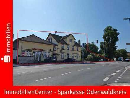 Bauplatz + Zwei Eigentumswohnungen und eine Gewerbeeinheit (ehemalig Gastro)