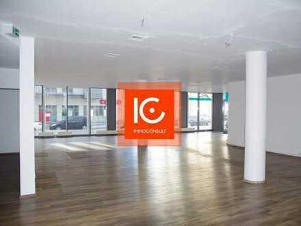 Ladenfläche für Café oder Einzelhandel in der Karli: Große Fensterfronten, Bodentanks, WC´s u.a.