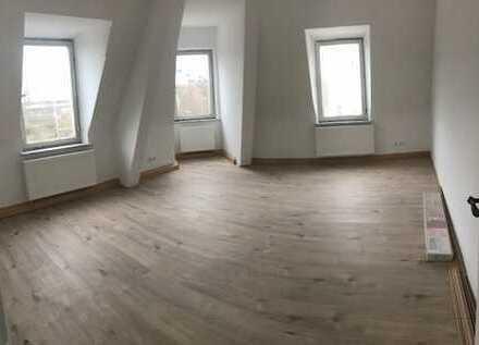 Günstige, frisch renovierte 2-Zimmer- Wohnung in Augsburg, Oberhausen
