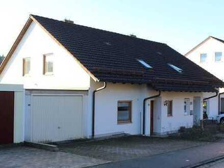 Doppelhaushälfte in ruhiger Hanglage
