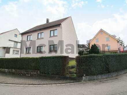 Zentrales Zuhause für 2 Familien: Geräumiges ZFH mit Garten in Bexbach