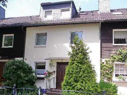 Familiengerechtes REIHENHAUS / 7 Zimmer/ 2 Bäder+Gäste-WC/ EBK/ Terrasse+Garten-Westseite ab sofort!