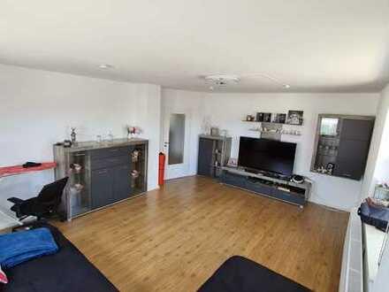 Vollständig renovierte 3-Raum-Wohnung mit Balkon in Buch