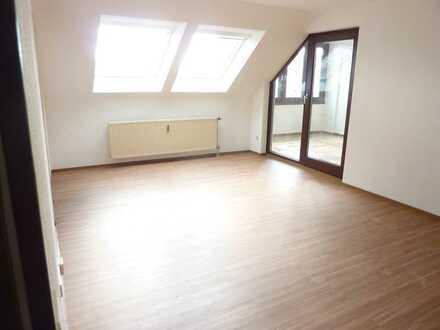 Großzügige teilrenovierte 2-Zimmer-Wohnung mit Tiefgaragenstellplatz