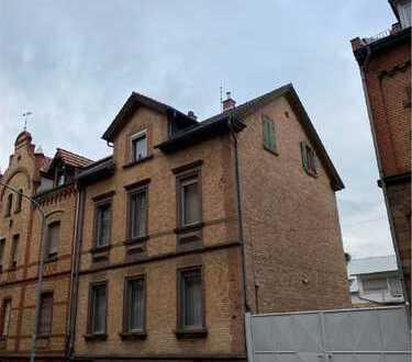 (1269) Dreifamilienhaus mit Hof