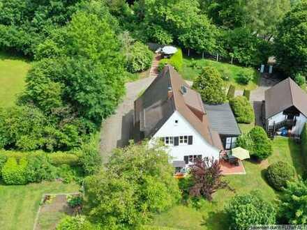Stilvolle Villa auf herrschaftlichem Anwesen + zusätzliches Baurecht für ein großes Einfamilienhaus