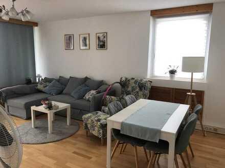 Sanierte Wohnung mit drei Zimmern sowie Balkon und EBK in Gerbrunn