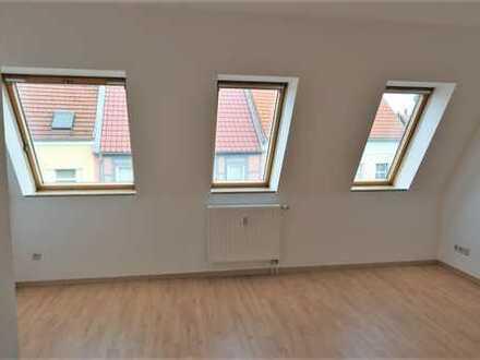 Gemütliche 2-Raum-Wohnung im DG mit großer Grünfläche