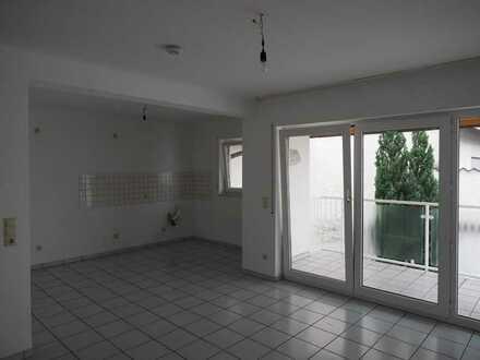 Erstbezug nach Renovierung: Helle & großzügig geschnittene 2-Zimmer-Wohnung mit Balkon in Rödermark