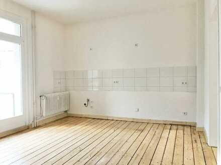 499 EUR warm: die besondere Altbauwohnung im Zentrum mit Balkon und Garage