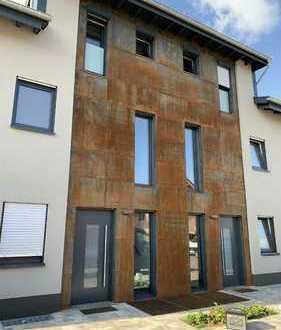 Moderne Maisontette-Wohnung 4 Zimmer m. Dachterasse in Gensinge
