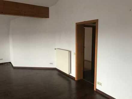 Gepflegte 4-Zimmer-Dachgeschosswohnung mit Balkon und EBK in Sinsheim - Eschelbach