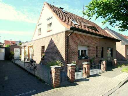 RESERVIERT! Hochwertige DHH mit Garten in ruhiger Lage in Gronau zu verkaufen!