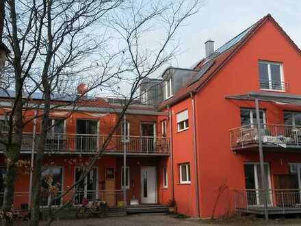 Neuwertige Dachgeschosswohnung mit drei Zimmern und Balkon in Karlshuld