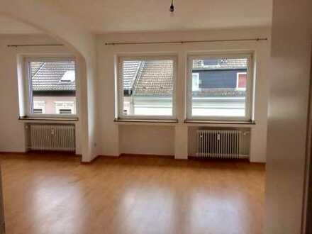 Schöne helle drei Zimmer Wohnung mit Balkon in Mönchengladbach, Rheydt