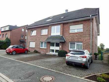 Feldrandlage: Große Wohnung mit Südbalkon, Keller und Stellplatz im gepflegten Mehrfamilienhaus