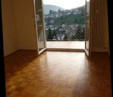 Gepfl. 3-ZW HD-Ziegelhs., 2 Balkone, EBK, Garage
