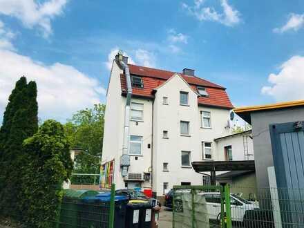 Attraktive Baufläche mit einem Mehrfamilienhaus, Gewerbe und 19 Garagen.