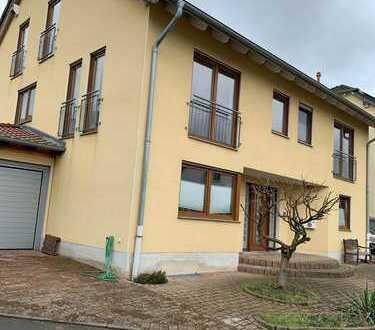 Familienfreundliche Doppelhaushälfte in Bonn-Ückesdorf von privat