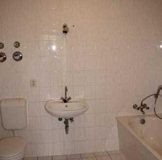 Bodenbelag nach Wunsch! Frisch renovierte 2-Zimmer-Wohnung mit Balkon