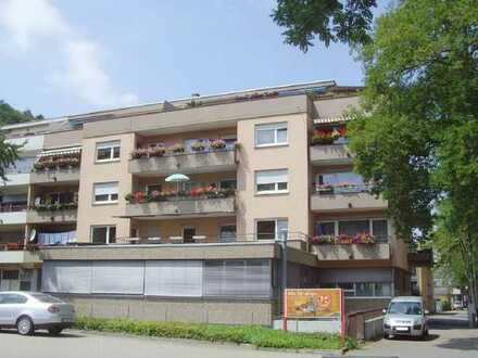 Helle 3-Zimmer-Wohnung mit Balkon - Komplett renoviert