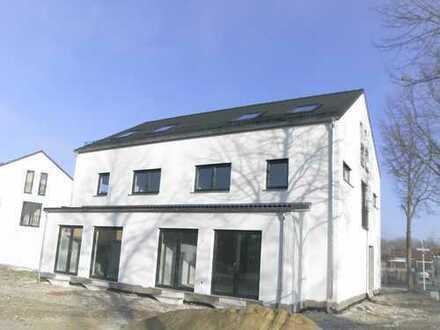 Neubau-Doppelhaushälfte mit Doppelgarage in Landshut/Auloh