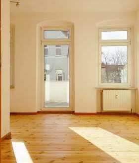 BEZUGSFREI! Altbaujuwel in Berlin-Karlshorst mit 2-Zimmern, Balkon und Einbauküche!