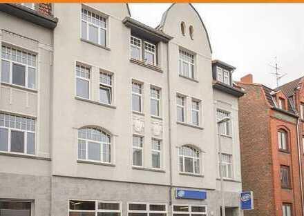 Großzügige, helle 3 Zimmer Wohnung mit kleinem Balkon und Einbauküche