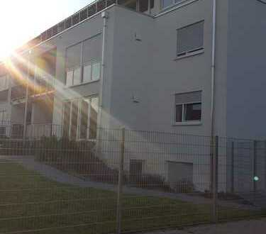 Stilvolle, neuwertige 3,5-Zimmer-Wohnung mit Balkon, Terrasse und Garten