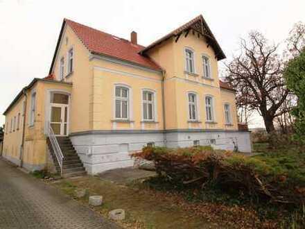 Großzügige Dachgeschosswohnung mit tollem Balkon+Bad mit Wa+Fenster+Laminat!